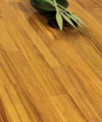 tarima maciza barnizada con efecto bambú