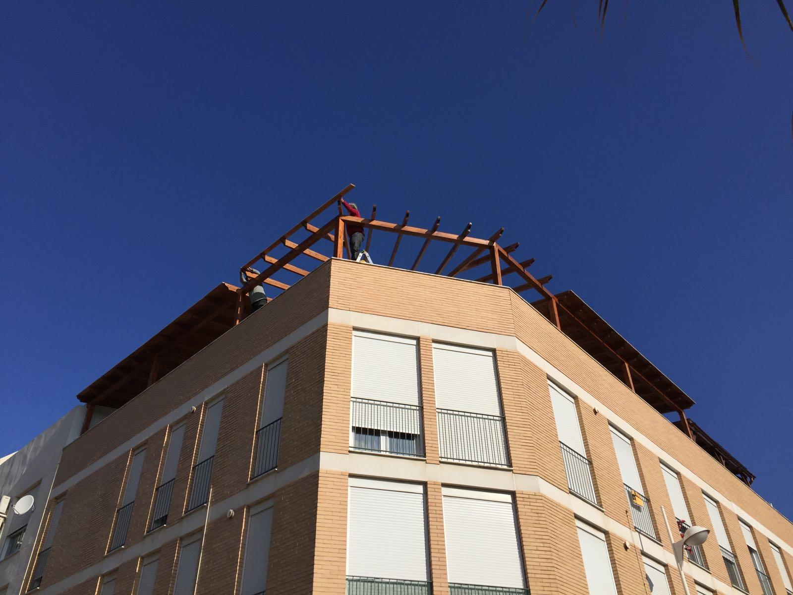 P rgola en la terraza de un tico 3 maderascastellar - Pergola terraza atico ...