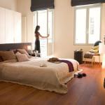 dormitorio con parquet laminado