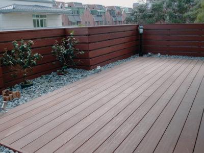 madera Erkedeck en pared y suelo de terraza