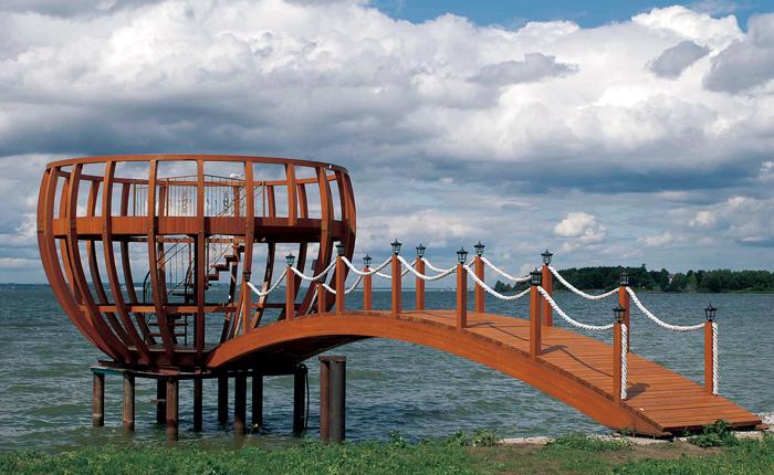 puente y monumento con madera Erkedeck
