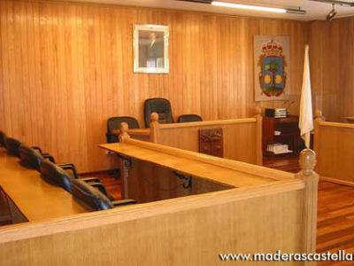 friso de madera en juzgado provincial