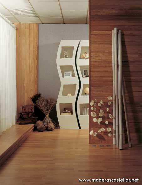 friso de madera en una habitación