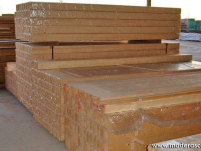 listones de madera maciza