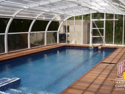 tarima IPE en chalet con piscina con efecto invernadero