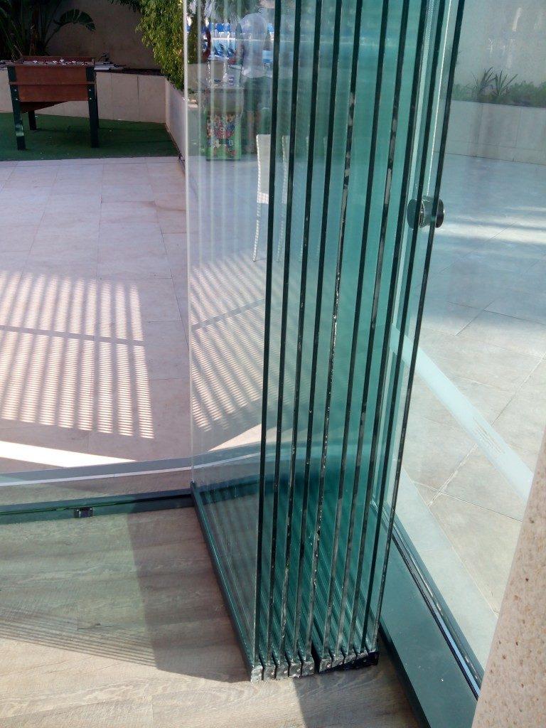 cerramientos y cortinas de cristal puertas correderas de On persianas de vidrio para terrazas