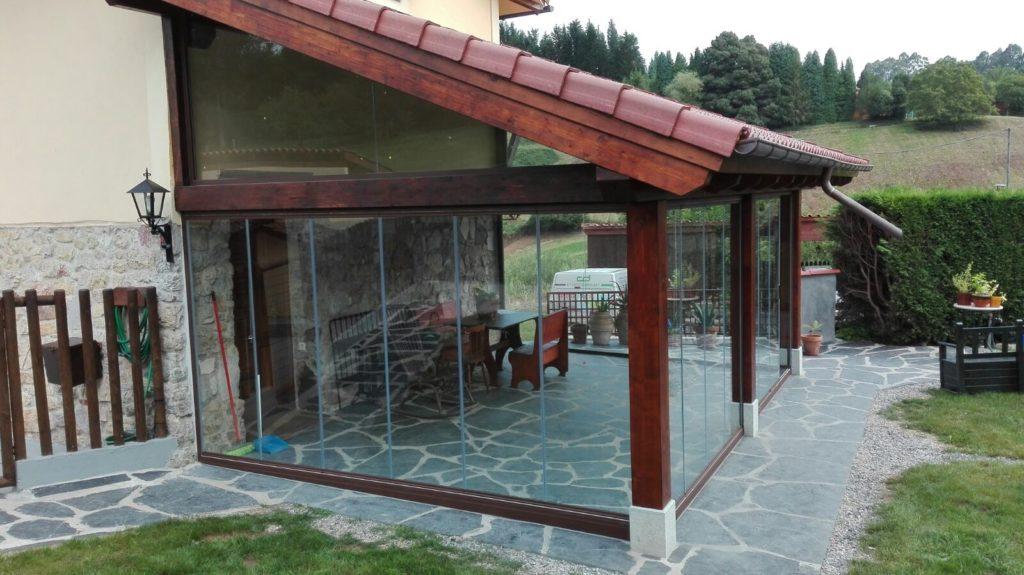 Cerramientos y cortinas de cristal puertas correderas de - Porches de madera y cristal ...