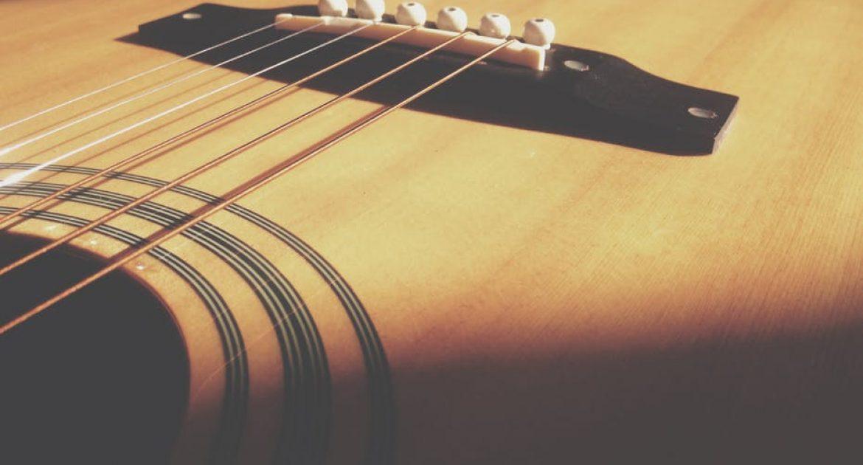 guitarra fabricada madera agave